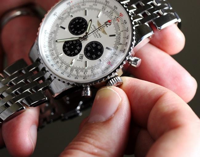 Đồng hồ cơ lên cót bằng tay