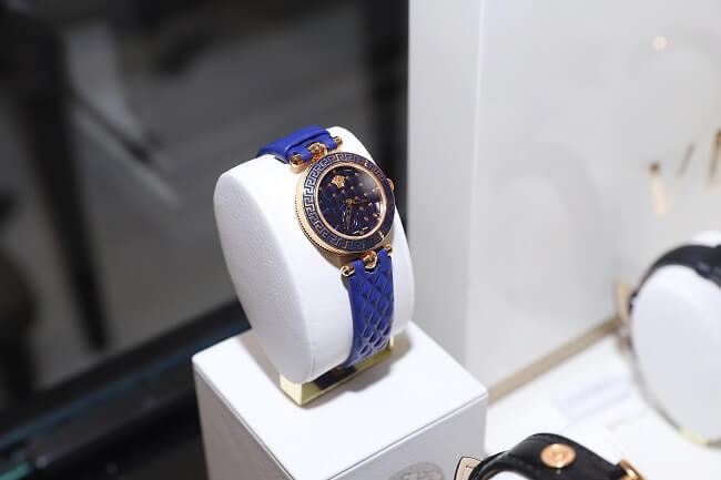 Vệ sinh đồng hồ thường xuyên giúp đồng hồ luôn mới